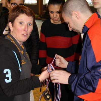 Remise de sa médaille au coach et Président de la MABB.